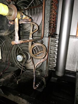 干燥机压缩烧坏了,先移出压缩机